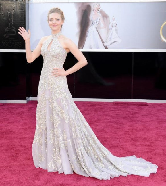 amanda-seyfried-mcqueen-embroidered-dress-2013-oscars